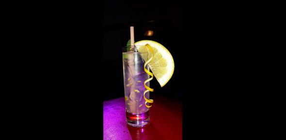 EXTRA SODA 160 Alternatywa na Gin Tonik:  gin - 20ml, biała sambuca - 10ml, krupnik - 10ml, woda gazowana - 50ml, cytryna sok - 10ml, wermut bianco - 60ml  Przepisy na drinki znajdziesz na: http://mojbar.pl/przepisy.htm