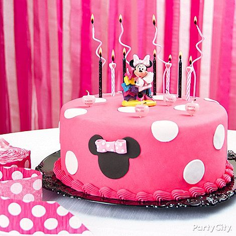 Click for tips on how to decorate this cute Minnie Mouse cake, and lots more Minnie Mouse party ideas!