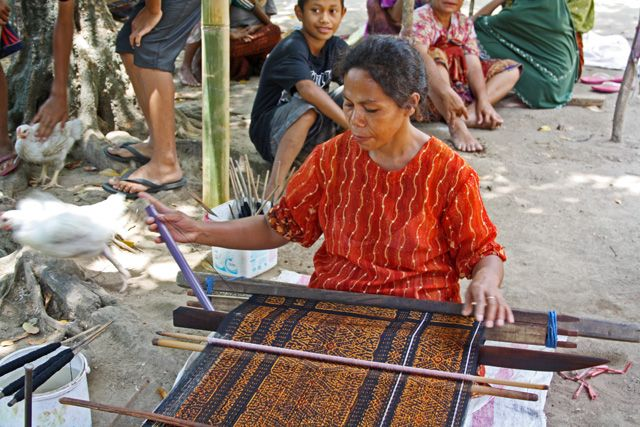 Jopu - Indonesia / Ikat weaving