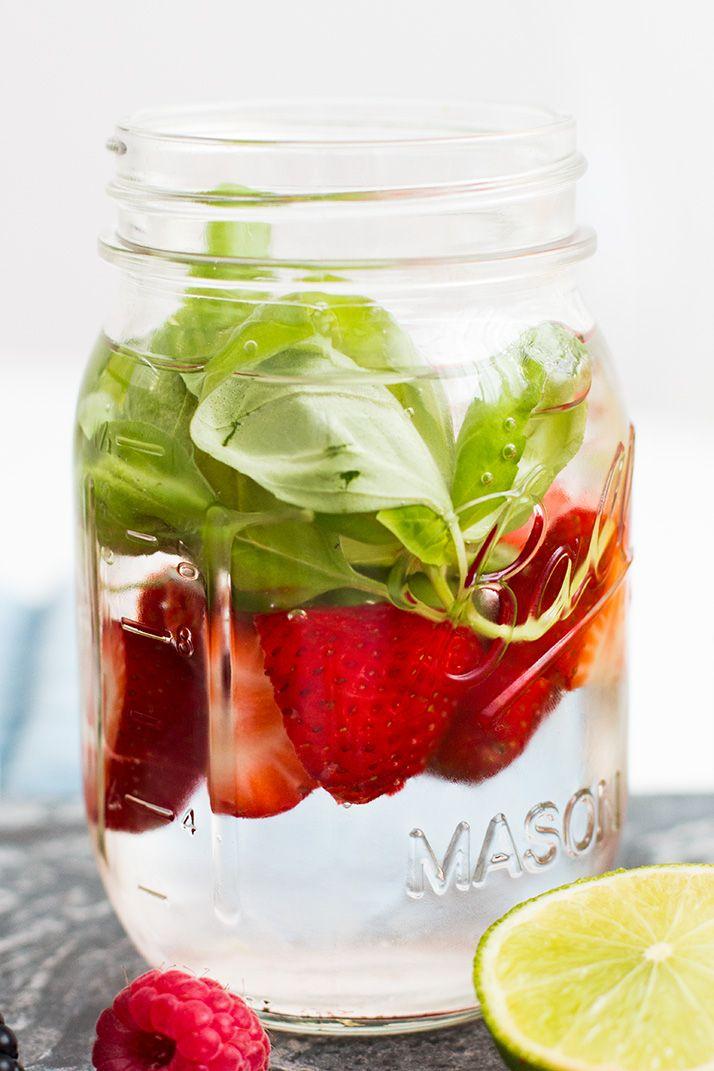 Leckeres Wasser mit Erdbeer Basilikum Geschmack!