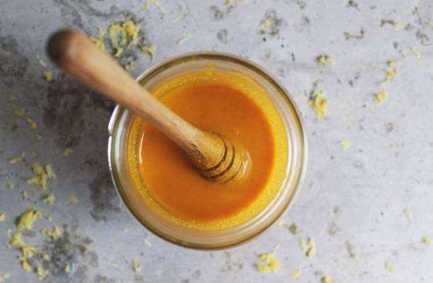 Κουρκούμη με μέλι αντιβιοτικό μείγμα