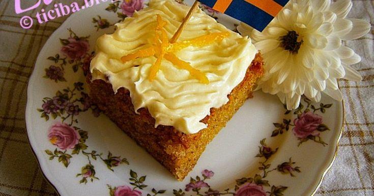 Denna underbart saftiga morotskaka brukade vi baka till caféet då jag arbetade på bageri. En riktig favorit bland gästerna, och även bland personalen. Lycka till!