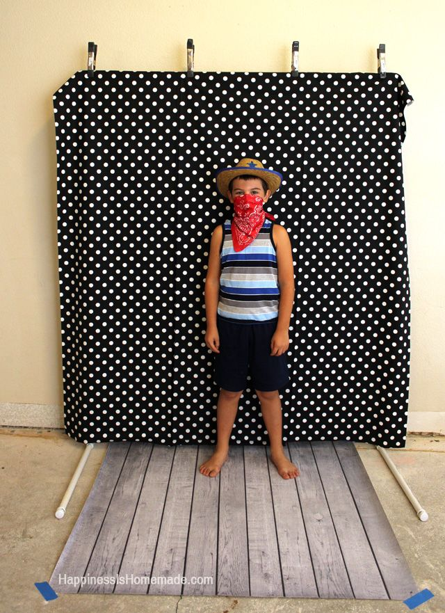 Best 45 disney photo booth diy ideas on pinterest birthdays make a quick and easy diy photo booth backdrop frame for under 10 bucks in about ten minutes instructions and materials list included solutioingenieria Gallery