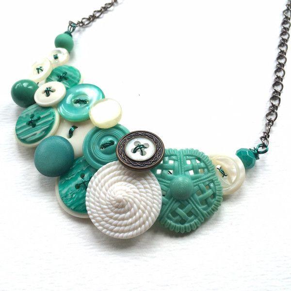 OOAK Aqua en witte Swirl Vintage knop sieraden Statement ketting (€34) ❤ liked on Polyvore featuring accessories