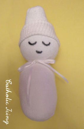 how to make a no sew sock baby....did this but made a snowman instead....used shredded paper for stuffing and decorated as a snowman