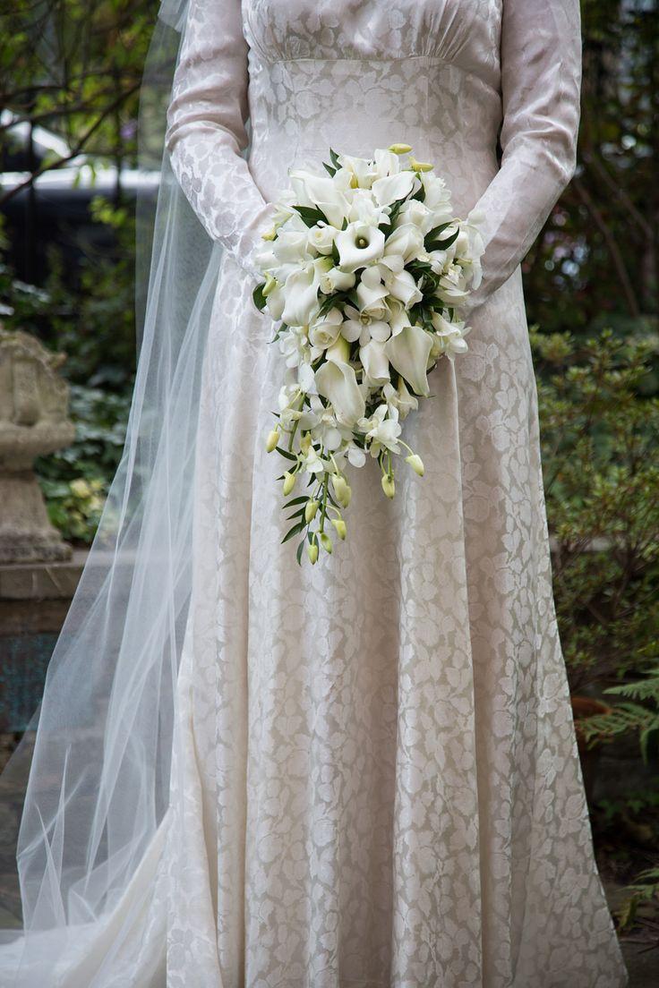 a 1940 39 s vintage elizabeth avey long sleeved gown for a traditional jewish wedding flowers. Black Bedroom Furniture Sets. Home Design Ideas