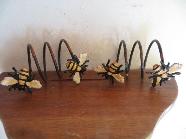 Wasp art yellow jackets arts and crafts metal spring Bees w/ free ship by MoreUnusualTheBetter on Etsy https://www.etsy.com/ca/listing/492911592/wasp-art-yellow-jackets-arts-and-crafts