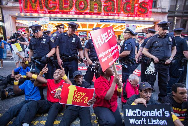Hundreds of Fast-Food Workers Striking for Higher Wages Are Arrested - NYTimes.com