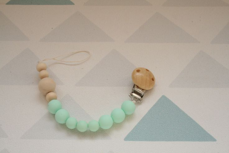 attache tétine en perle vert menthe en silicone alimentaire