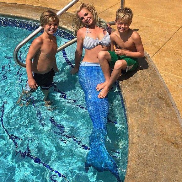 Perte de temps - Britney Spears est une sirène | HollywoodPQ.com