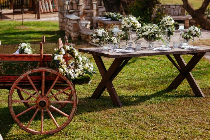 Vintage atmosphere in the countryside! Crystal vases filled with bouquets!