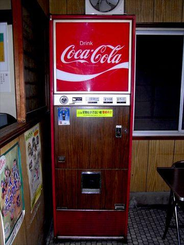 昭和な風景「現役!瓶コーラ自販機」 | まだある。昭和ナビ