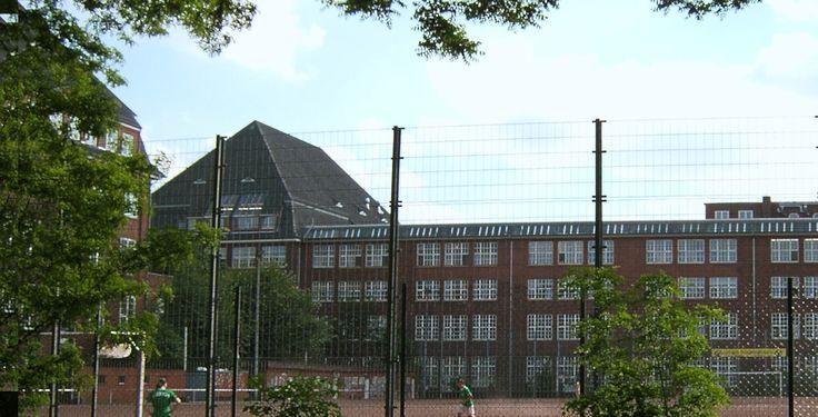 """Hochschule für Bildende Künste Hamburg """"Hh-hfbk-hof"""" von Staro1Original uploader was Staro1 at de.wikipedia - Transferred from de.wikipedia. Lizenziert unter CC BY-SA 3.0 über Wikimedia Commons."""