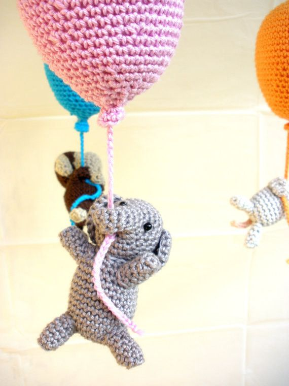 This wonderful balloons baby mobile is perfect for your nursery! This crib mobile is totally handmade using 100% cotton yarn, fiberfill stuffing and a wooden frame. The 3 crocheted little animals hang