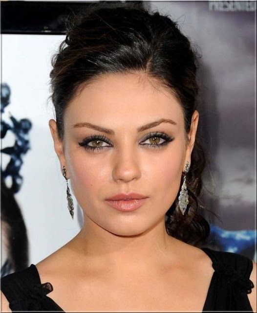 CELIBRITY TOP NEWS: Film and television actress Mila Kunis Biography