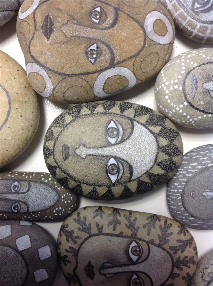 Piedras dibujadas.... Great face rocks!