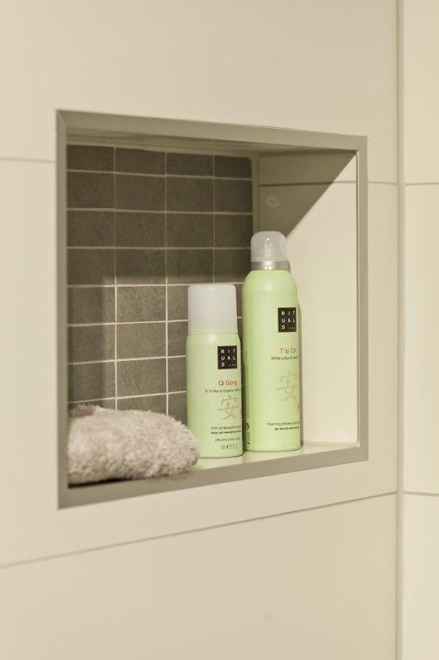 29 best images about badkamer on pinterest toilets beautiful interior design and ocean views - Kleuren muur toilet ...