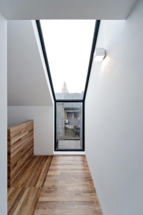 Fenster in der Wand und im Dach