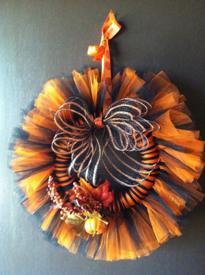 Halloween Tulle Wreath. $40.00, via Etsy.  Like the bow