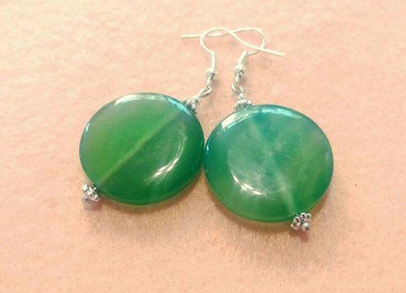 Bekijk dit items in mijn Etsy shop https://www.etsy.com/nl/listing/484370847/mooie-oorbellen-van-groene-agaat-ronde
