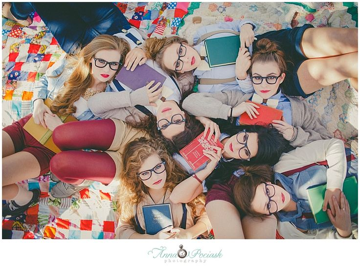 Posh Poses | Group | Senior Inspiration | Book Worms | Fashionistas | Trendy | Collection of Besties #annapociask