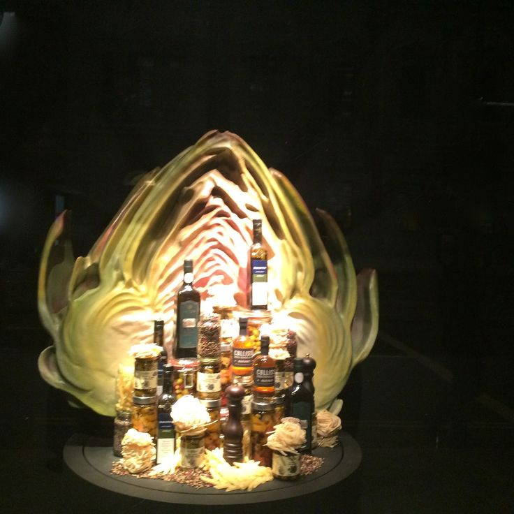 "FORTNUM & MASON,London, UK, ""The Artichoke"", photo by Mes Vitrines, pinned by Ton van der Veer"