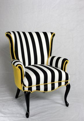 Esta silla ha vendido pero podemos recrear este look en otra silla. Actualmente contamos con una silla de estilo similar que puede ser utilizado para hacer un producto final muy similar. Vintage había redondeado posterior ala silla en algodón de rayas blanco negro y terciopelo amarillo. La espuma y acolchado ha sido reemplazado y nuevo alto brillo pintura negra está en la madera. Las dos últimas fotos son de una silla de estilo similar con un terciopelo amarillo un poco más brillante. El…