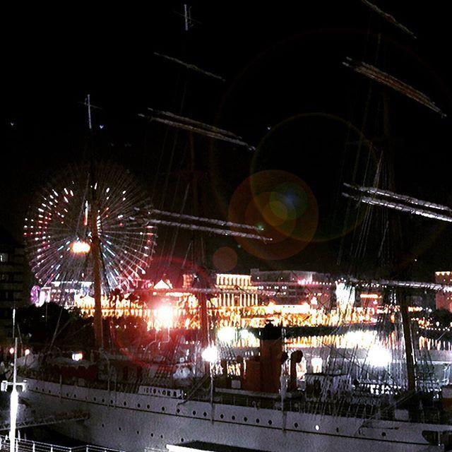 みなとみらいに程近いサンタモニカサードストリートミートテラス。  夜景を堪能しながら快適なお食事の時間をお過ごしください。  #サンタモニカサードストリートミートテラス #横浜 #レストラン #ディナー #ランチ #カフェ #みなとみらい #クイーンズスクエア #夜景 #写真好きな人と繋がりたい #幻想的 #船 #イルミネーション #肉 #ダイニング #景色 #綺麗 #港 #santamonica #restaurant #dinner #lunch #cafe #yokohama #nightview #lightup #illumination #lighting #landscape
