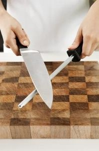 How to Recondition a Wooden Cutting Board thumbnail: Cutting Boards, Households Hints, Diycrafti Things, Cut Boards, Wooden Chops, Boards Thumbnail, Chops Boards, Wooden Cut, Households Ideas