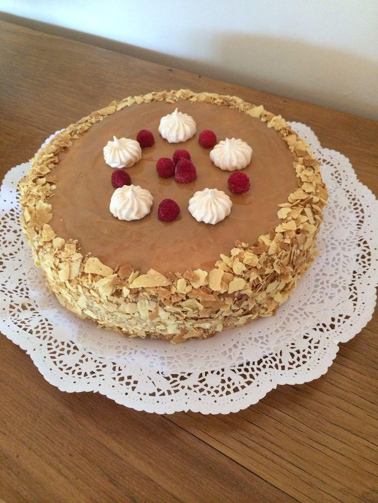 Productos CON ALMA Torta deliciosa (hoja, manjar, merengue y frambuesas!)