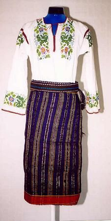 Women's costume from region of county of Suceava, Moldavia