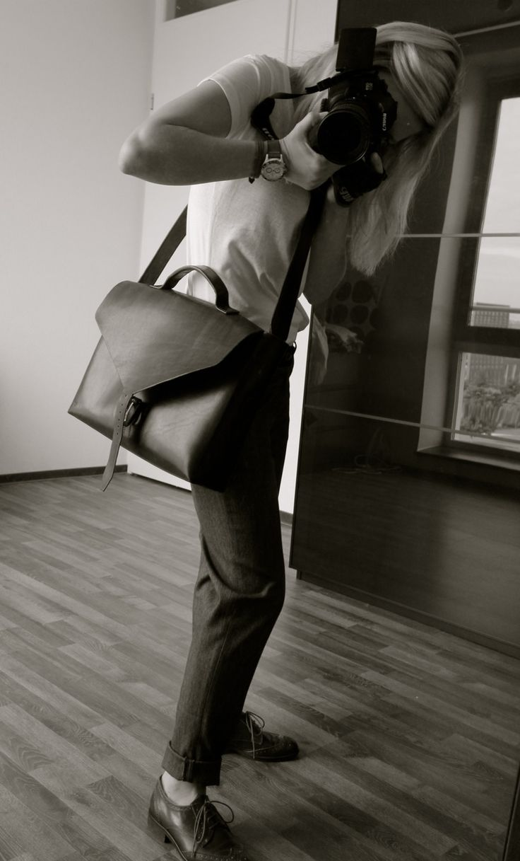 Handmade handstitched women's leather bag.