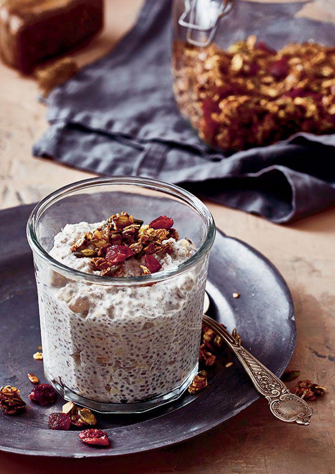 Chiagrød med mandler, der næsten smager som ris a la mande. Lav den aftenen før, så den er klar til dit morgenbord. Velbekomme!