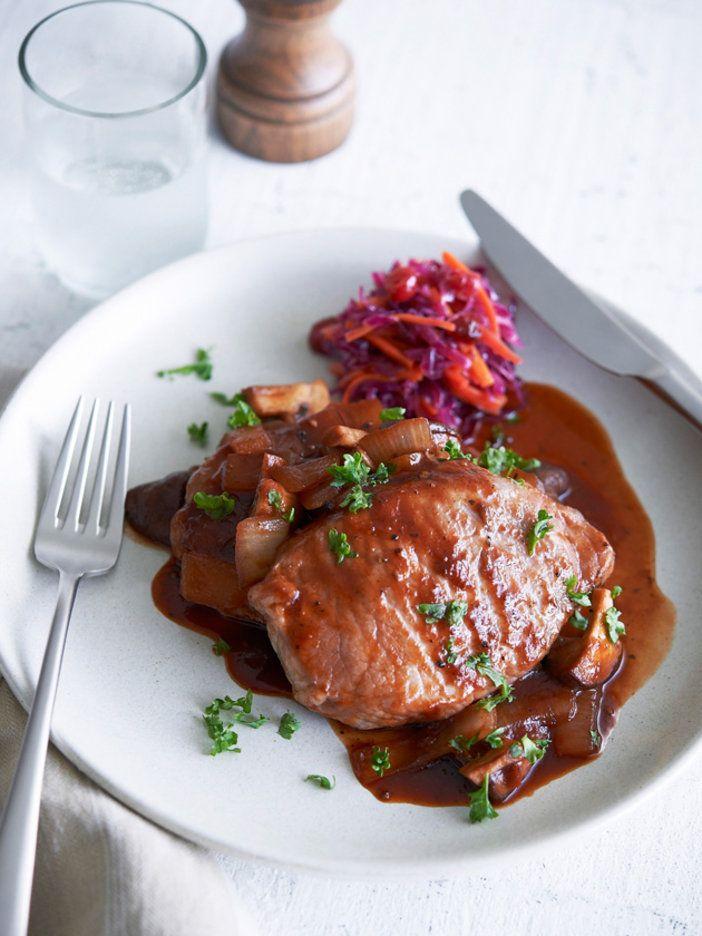 【ELLE a table】ポークチョップ 紫キャベツとクランベリーのコールスローレシピ|エル・オンライン
