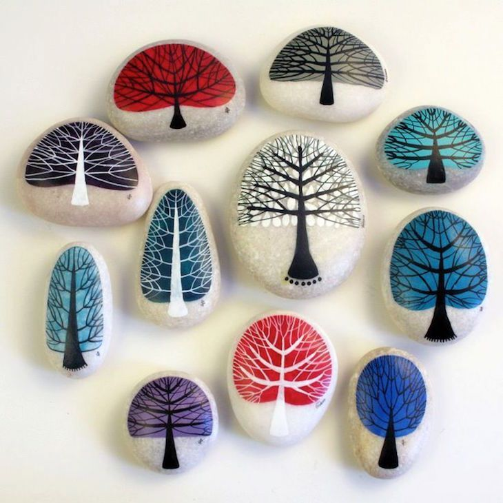 Check out these beautiful trees, they are so simple and yet so decorative. Make a whole group of trees and decorate your flower pots or your garden with them.