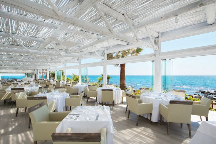 El Oceano Beach Hotel and Restaurant, where the views will take your breath away and a meal can last forever!