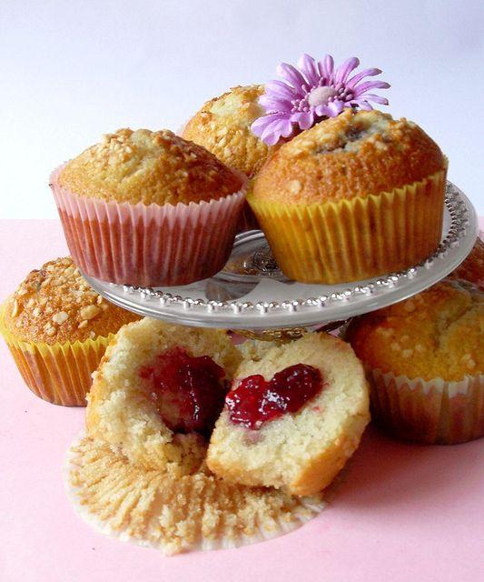Muffin con cuore morbido di confettura di ciliegie