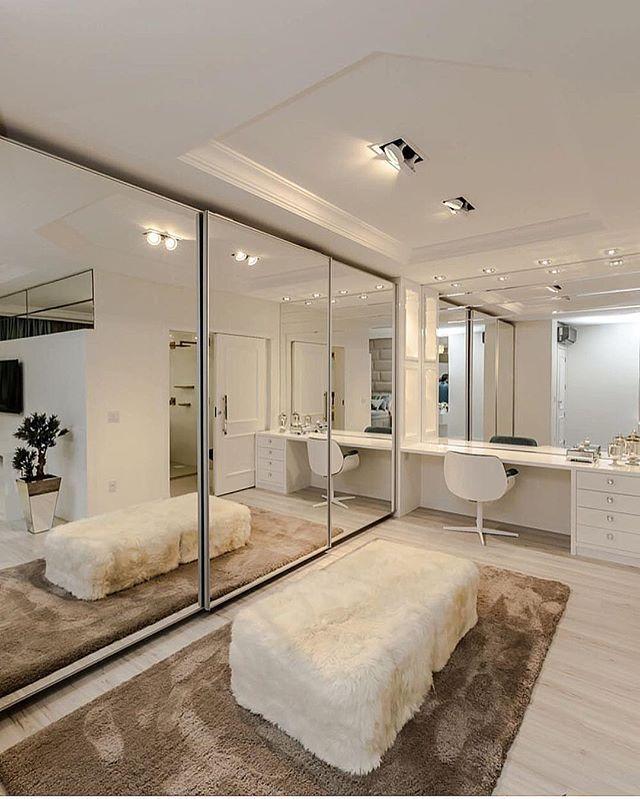 Sonho de consumo de todas as mulheres.... E esse é de arrasar... Closet!! By @adrianapivaarq #arquitetura #archdecor #archdesign #closet #arquiteturadeinteriores #archlovers  #homedecor #homestyle #homedesign #luxury #interiores #instadecor #instahome #instadesign #interiordesign #design #detalhes #produção #decor #decoreseuestilo #designgdecor #decorhome #luxo #decorazione #decoraçãodeinteriores #decoração #decorando  #designdeinteriores #decoration #decordesign