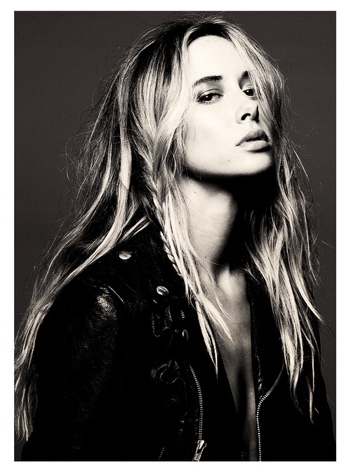 if i could afford to dress like her i would every day of my life... Gillian Zinser