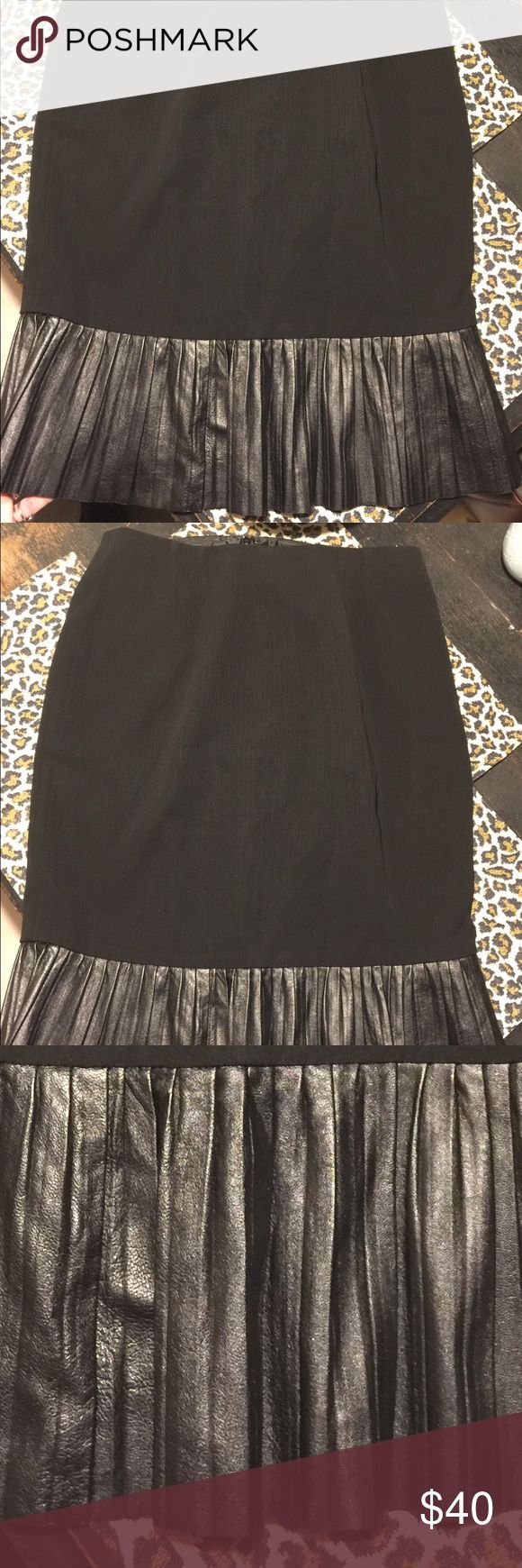 Oscar de la Renta skirt with pleated leather trim Size 12 lined pencil skirt made of an acetate poly blend with a leather pleated trim at the bottom. Zipper up in back w eyelet hook. This skirt is baaaad. Oscar de la Renta Skirts Pencil