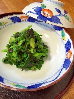 「昆布茶で簡単!菜の花の海苔まみれ」菜の花を、昆布茶で作った調味料で和えるだけの、簡単小鉢です。梅肉を入れたので、さっぱりして美味しいです。海苔を手でちぎり、香りが良くなりました。【楽天レシピ】