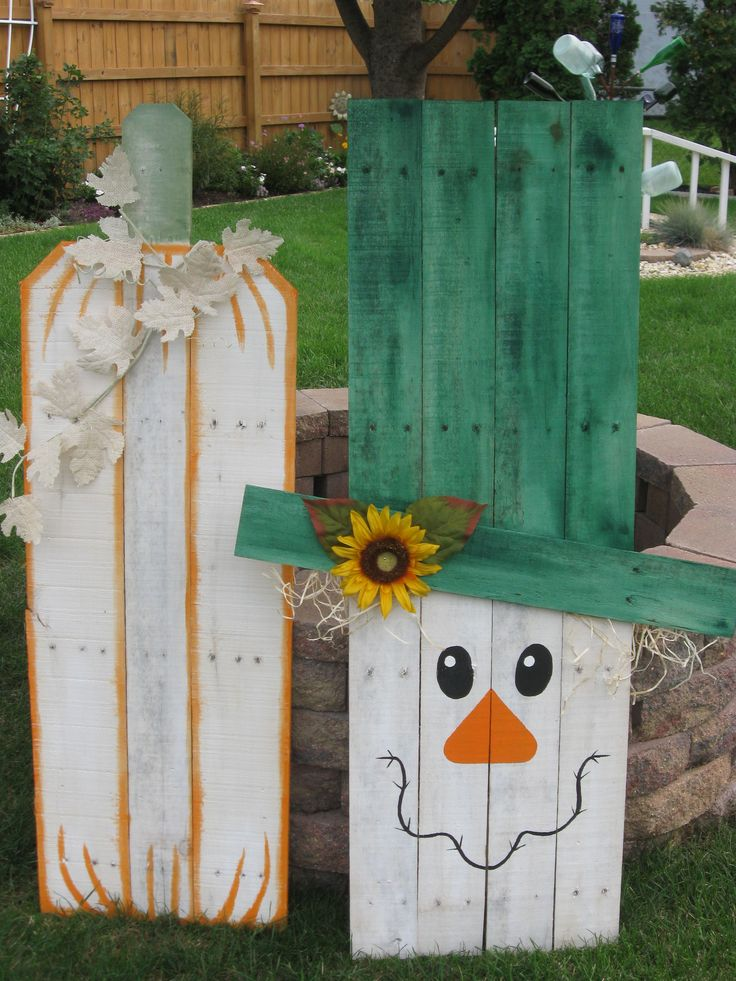 18 best images about pumpkin fall pallet projects on for Crafts made with pallets