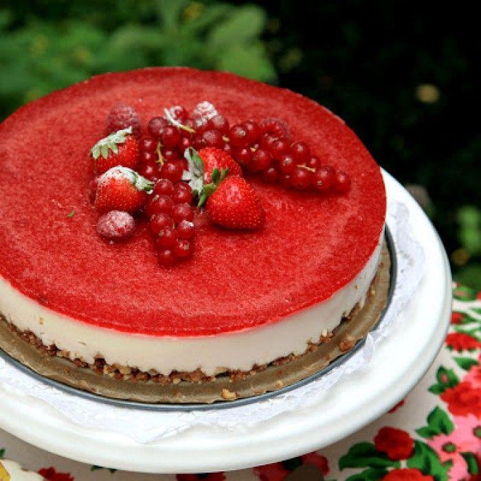 Goddelijke aardbeienmascarponetaart. Enorme aanrader! - Kijk voor het recept op liefdevoorlekkers.