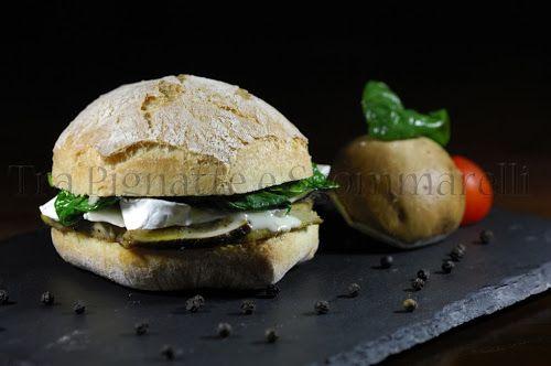 Panino con funghi porcini, Fioco della Tuscia, spinaci e olio alla menta romana
