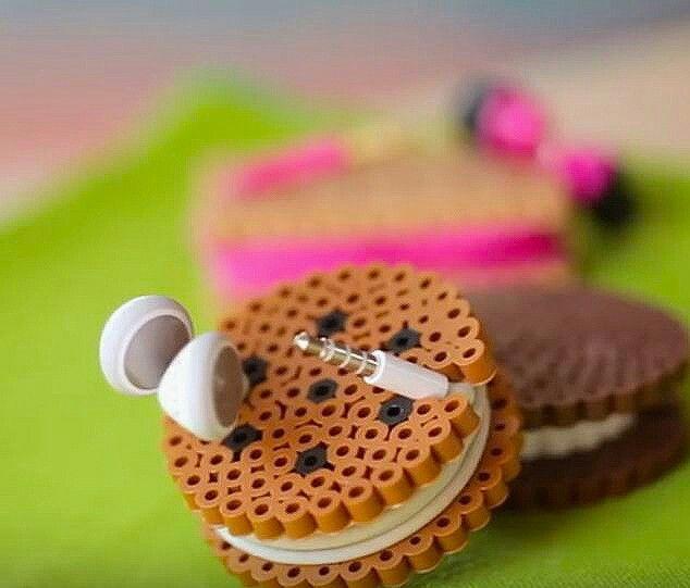 Kabelkaker av perler til øreplugger