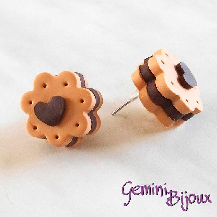 Orecchini a lobo in fimo biscottini al cioccolato con cuoricino, by Gemini Bijoux, 3,00 € su misshobby.com