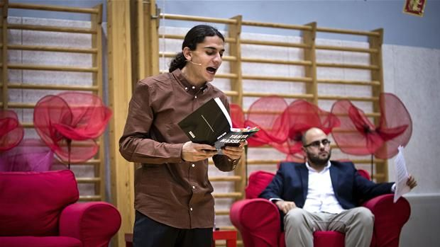 VIDEO Se Yahya Hassan læse digte op i Vollsmose