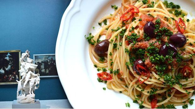 Kateřina z foodblogu ThinkFood.cz se s námi podělila o svůj recept na Spaghetti alla puttanesca. Co o něm sama autorka říká?