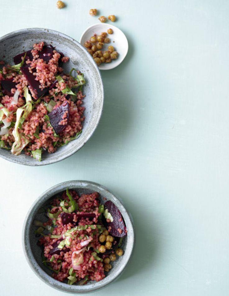 Rezept für Bulgur-Salat mit Roter Bete und Kichererbsen bei Essen und Trinken. Ein Rezept für 4 Personen. Und weitere Rezepte in den Kategorien Gemüse, Getreide, Gewürze, Hauptspeise, Salate, Braten, Frittieren, Kochen, Raffiniert, Vegetarisch, Hülsenfrüchte, Vegan.