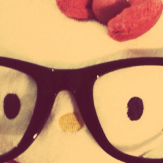 Kitty nerd.